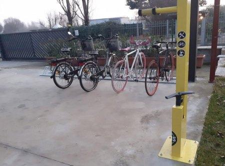 Bike maintenance column with E-Bike kit